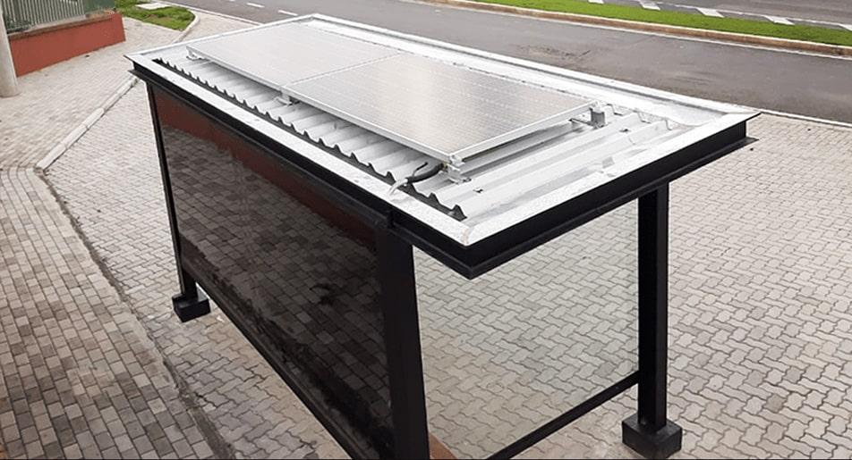 Ponto de ônibus com energia fotovoltaica